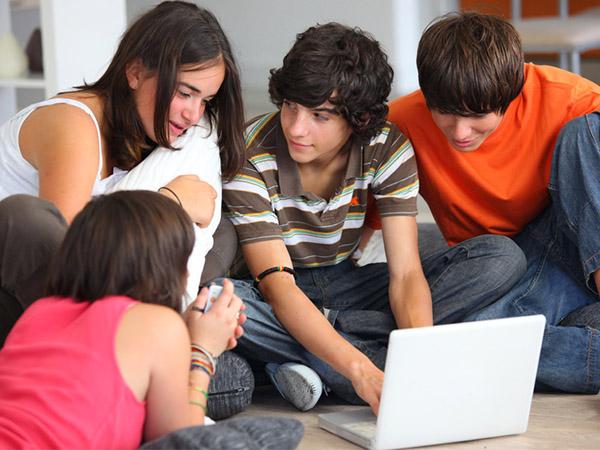 Generación Z: Expertos online y consumidores offline